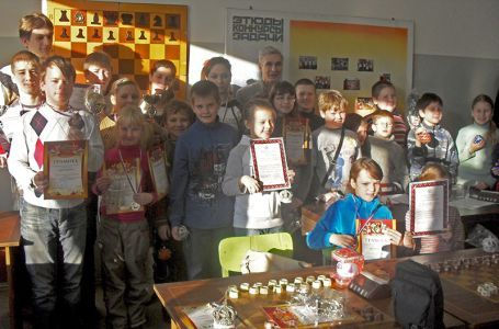 Тренер Сивин со своими воспитанниками
